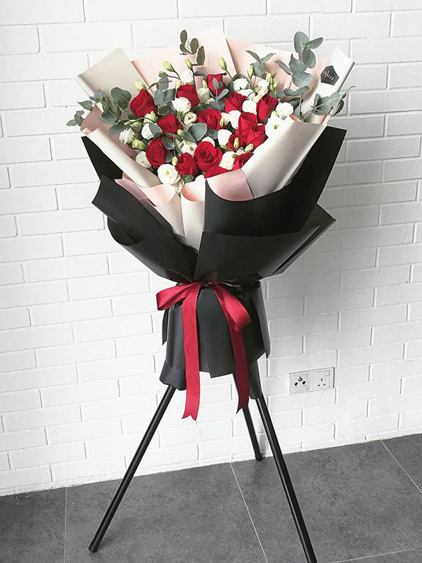 red-rose-stand.jpg