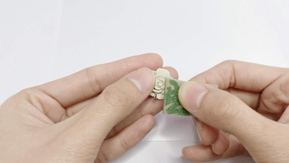 依序換成3M綠色海綿砂紙,修飾仔細成品拋光越輕鬆