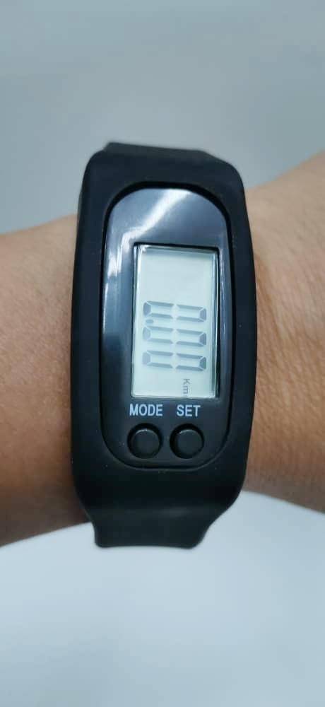 [Ready stock] EZRA Sports bracelet pedometer watch for working Calorie counter