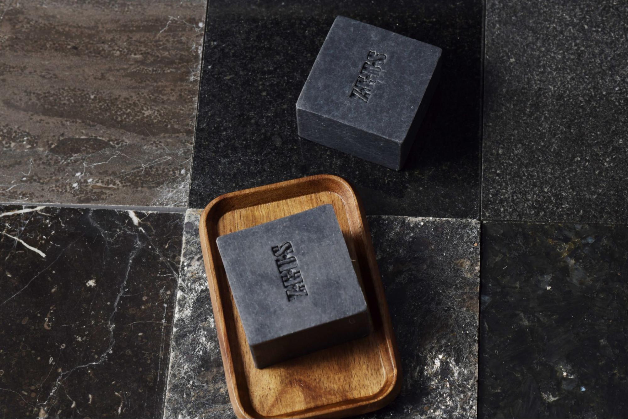 天然精油冷製皂:ZEUS 黑膠原舒敏手工皂.jpg