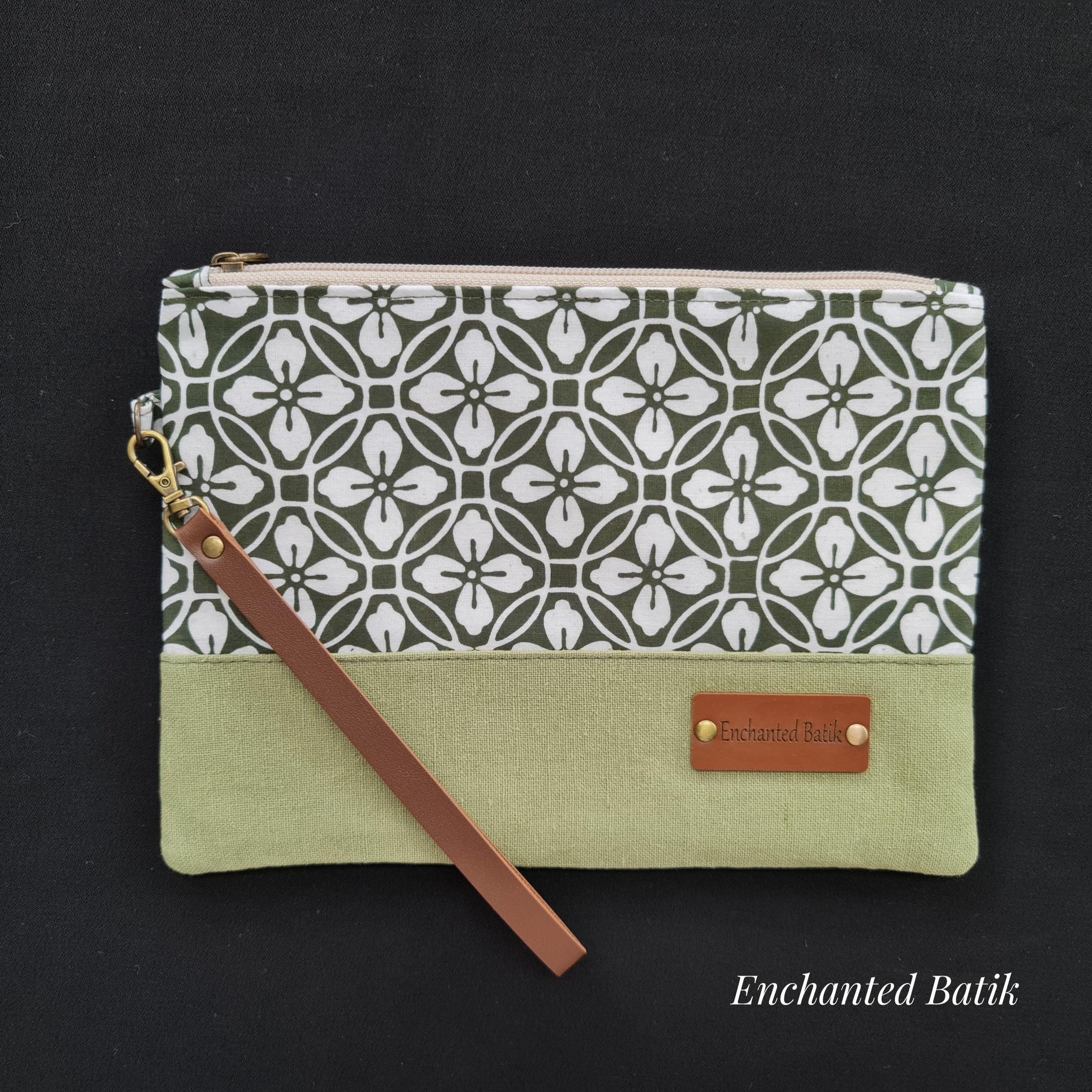 Batik wristlet green