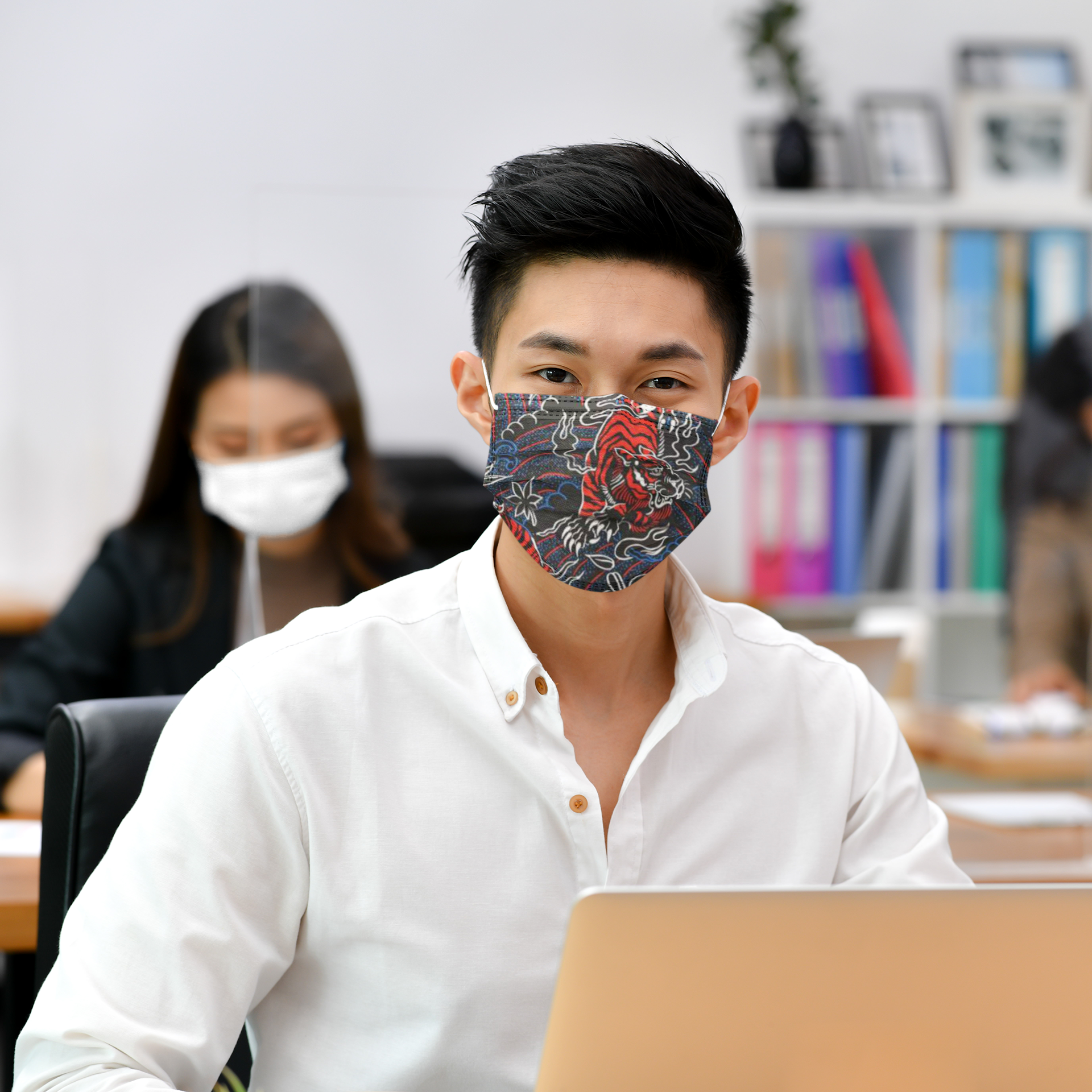 mockup-of-a-man-wearing-a-face-mask-at-an-office-41989-r-el2 (6).png