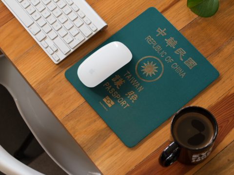 mousepad-template-on-a-wooden-desk-with-a-morning-coffee-beside-it-a14903.png