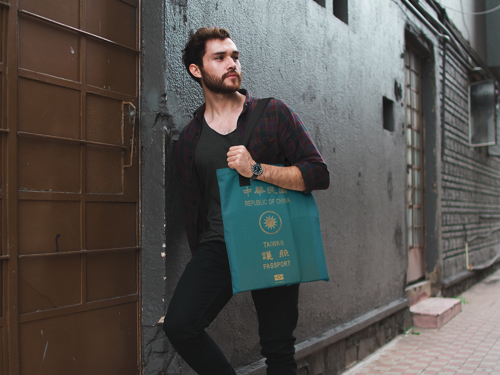 attractive-man-carrying-a-tote-bag-mockup-while-against-a-wall-in-an-alley-a17090.png