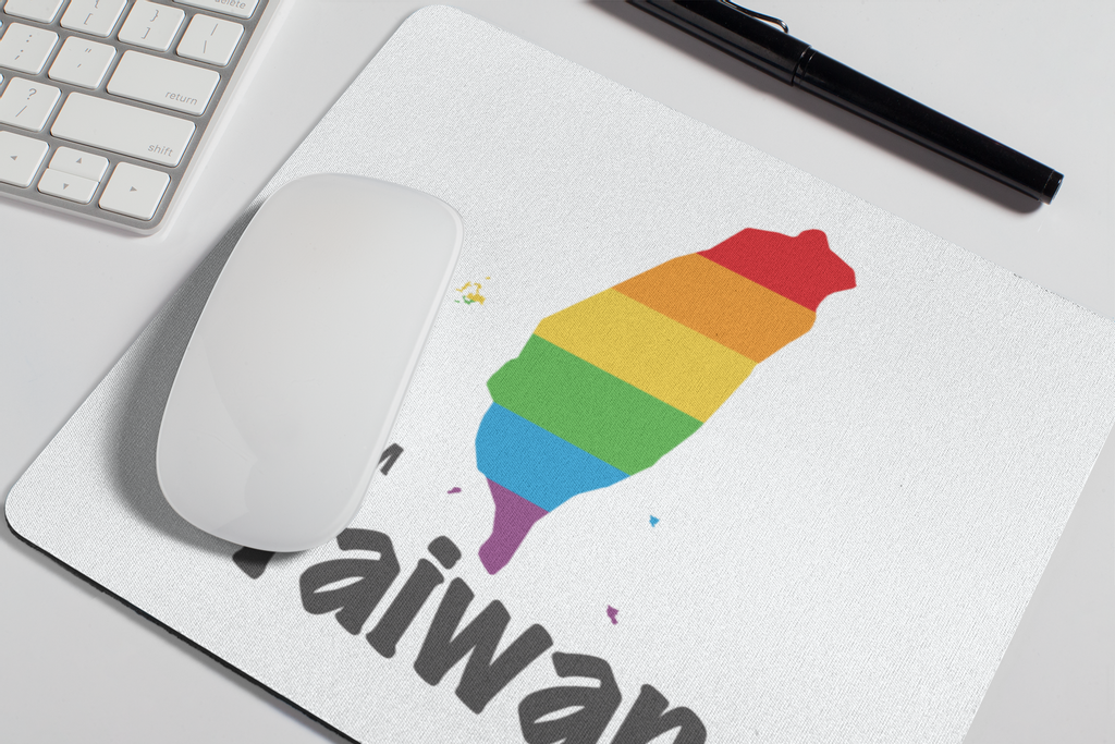 mousepad-mockup-over-a-desk-next-to-a-pen-27549.png