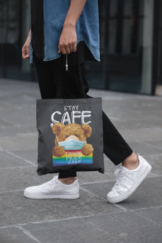 cropped-face-mockup-of-a-man-holding-a-tote-bag-in-the-street-29424 (3).png
