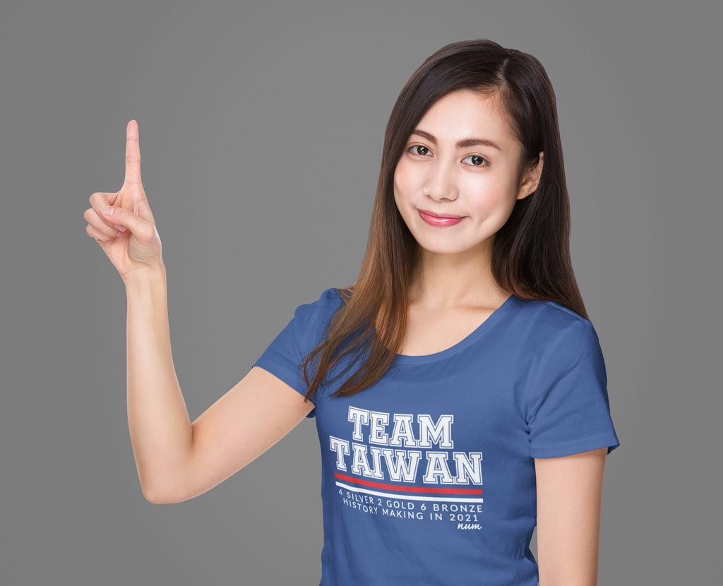 t-shirt-mockup-of-a-woman-pointing-up-with-her-finger-m1900-r-el2.png