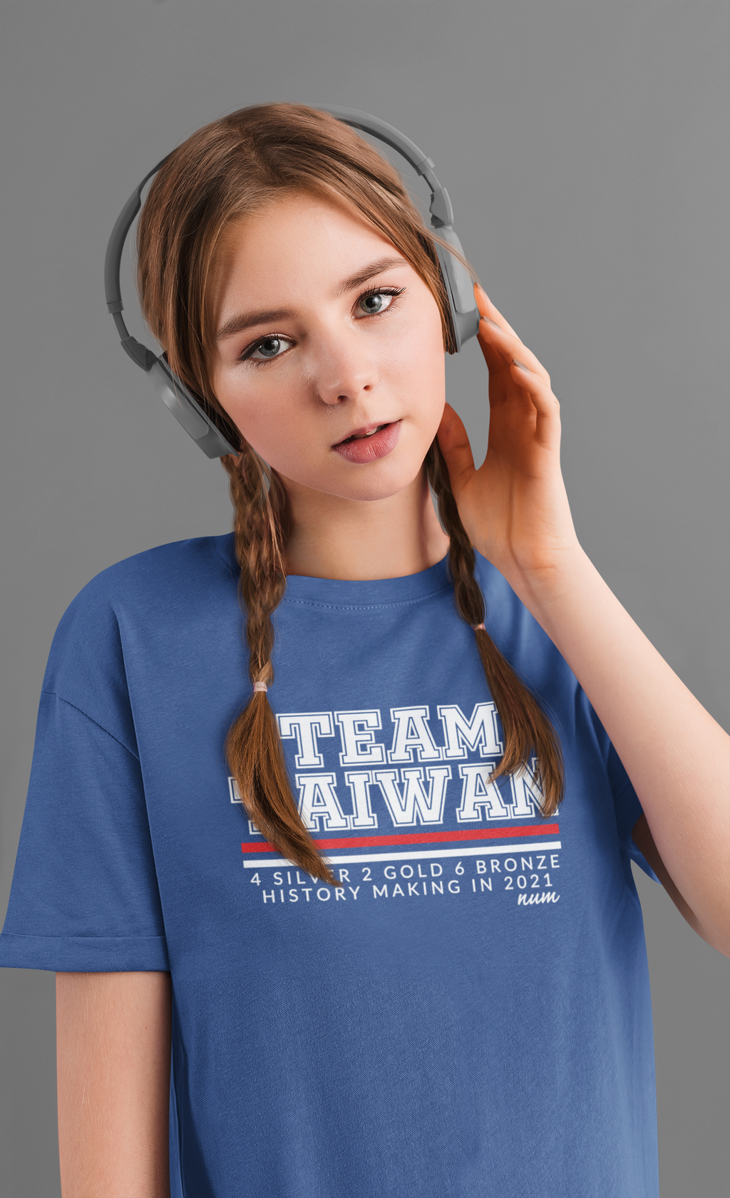 t-shirt-mockup-of-a-woman-with-braids-listening-to-music-46175-r-el2.png