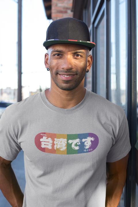 t-shirt-mockup-of-a-man-with-a-hat-18236.png