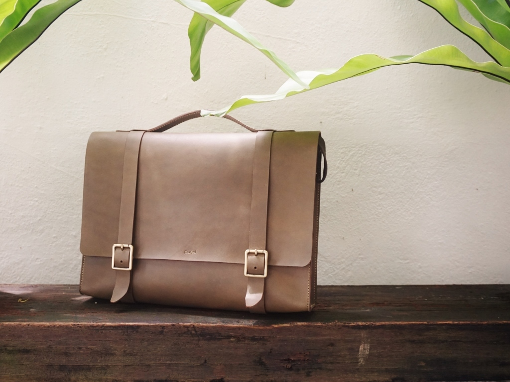 Men's Leather Messenger (1024x768).jpg