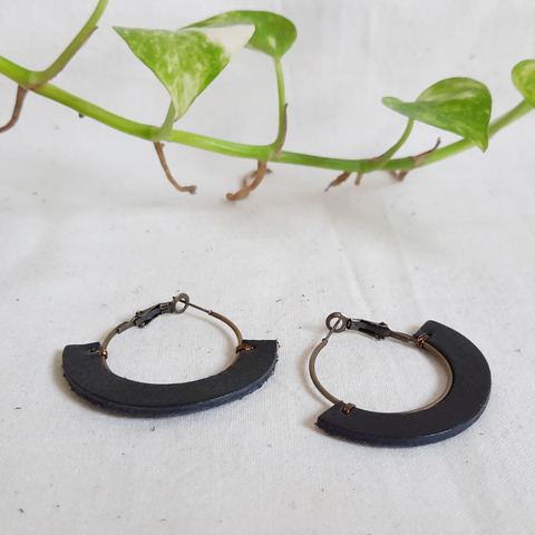 KE68 30mm Hoop Earrings 05.jpg