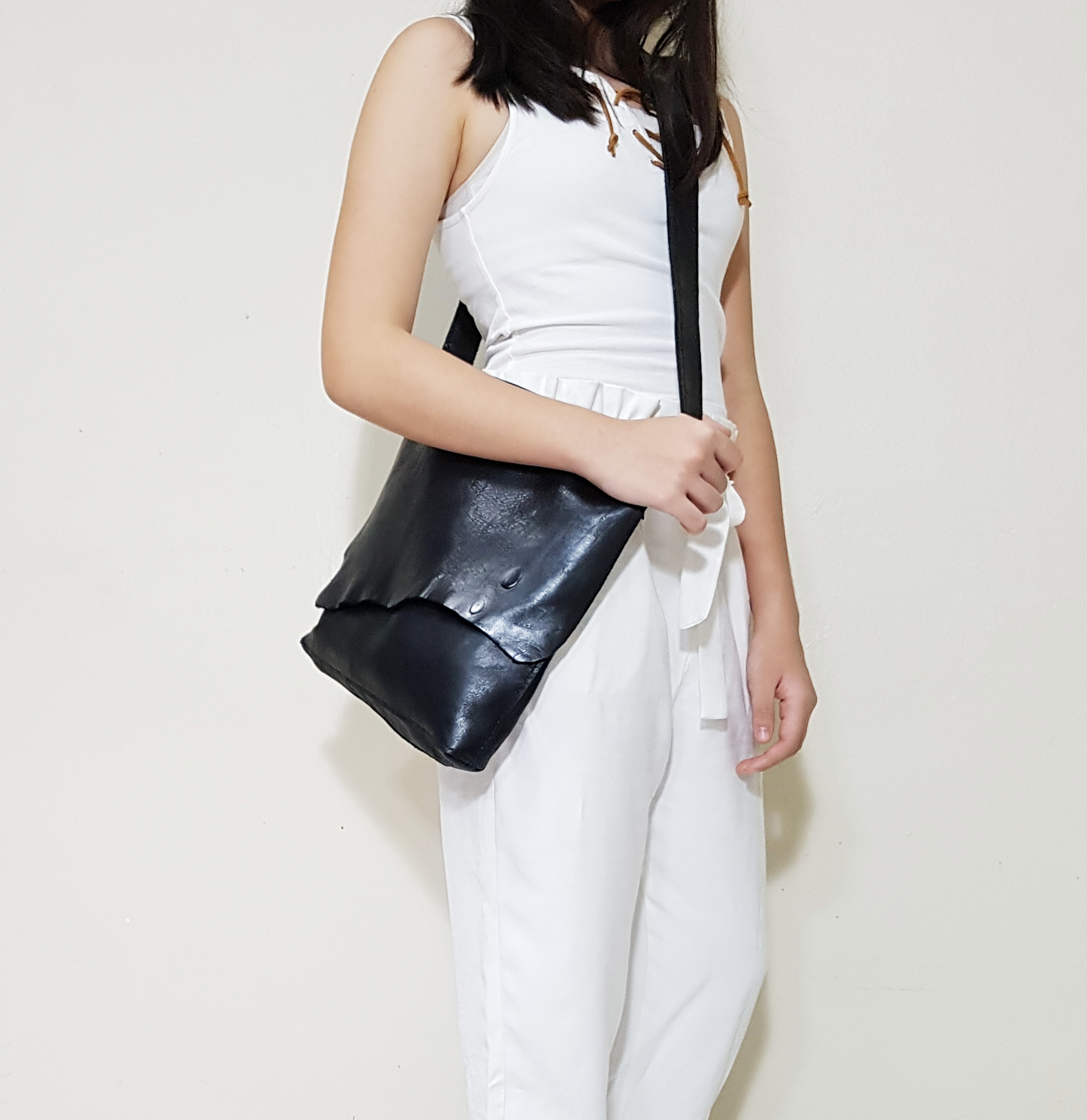 LEATHER SIMPLY SLING L.jpg