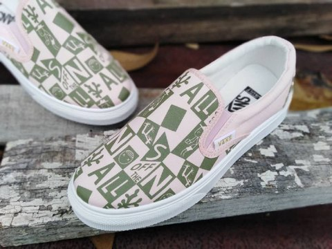 VANS SLIP ON URBAN STYLE 1.jpg