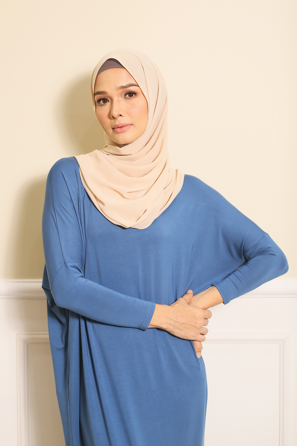 Batwing Dress in Blue 2.png