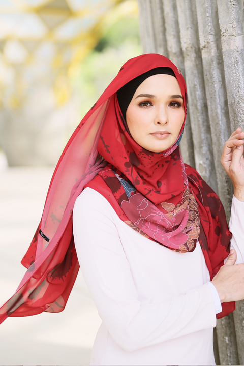Fleur Shawl in Red.png