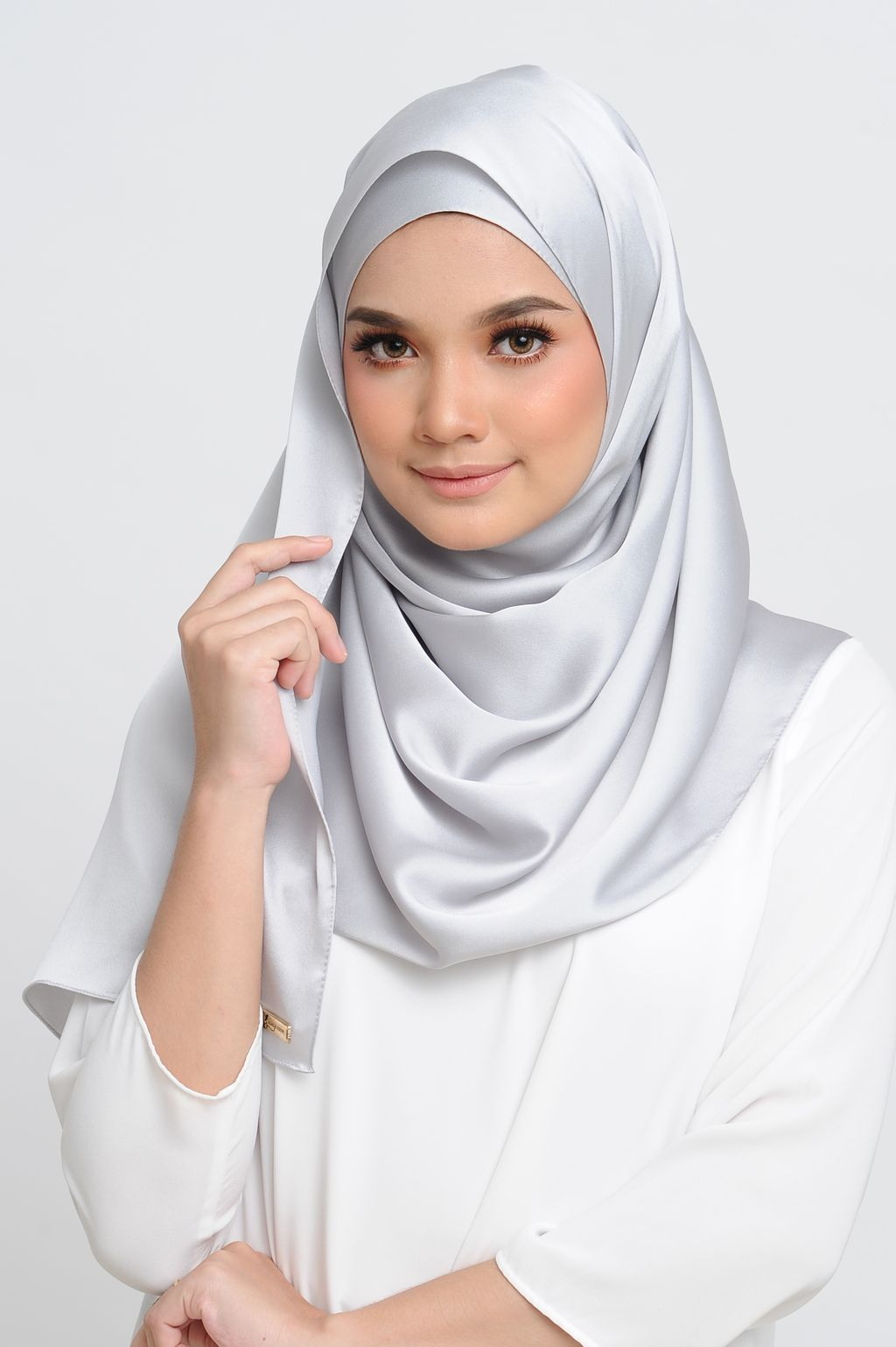 Aisha Satin Scarf in Platinum ( Machine Rolled Version in Rectangle-shape ) Small.jpg
