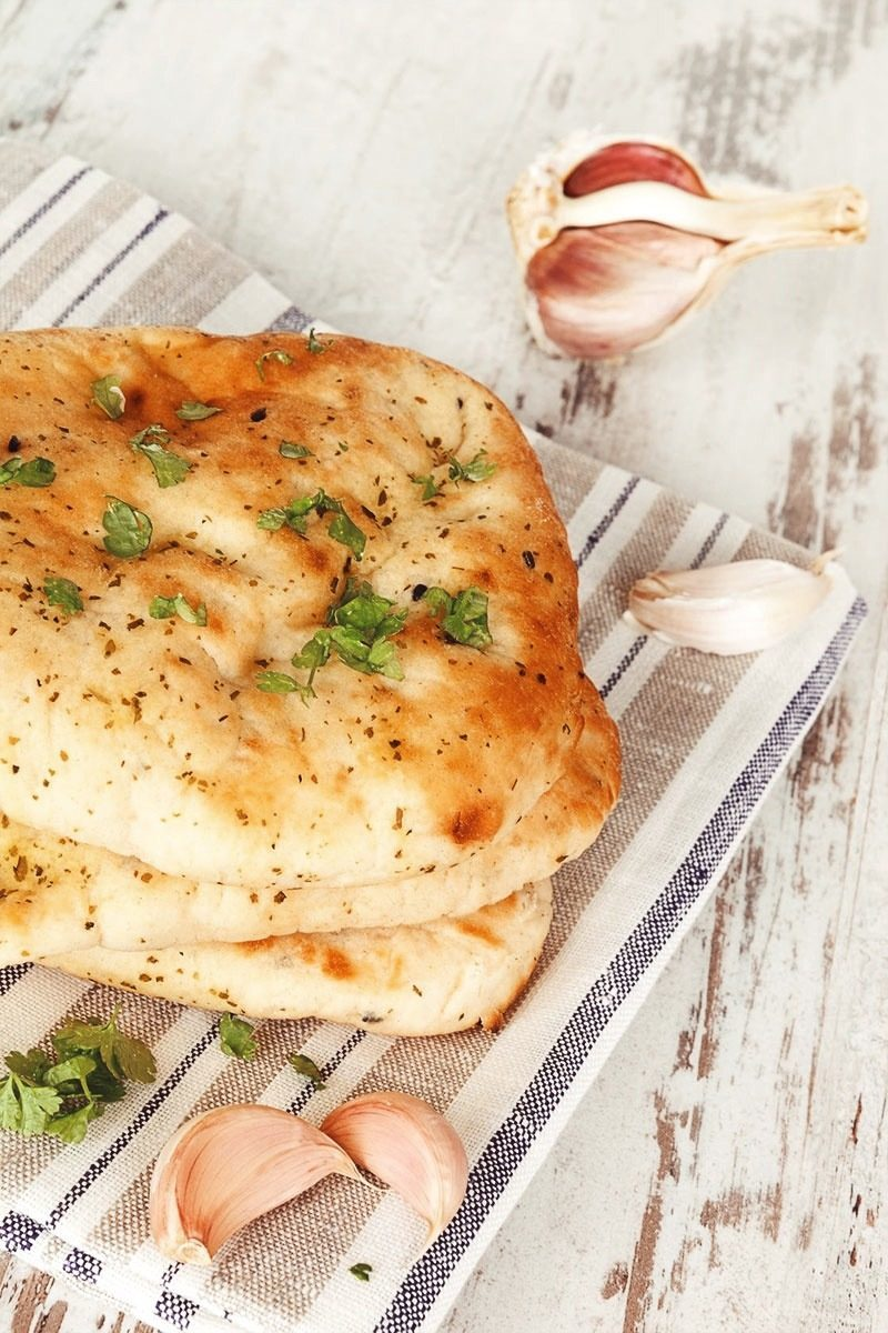Products-Flat-Bread-Garlic-Butter-Naan-Presentation