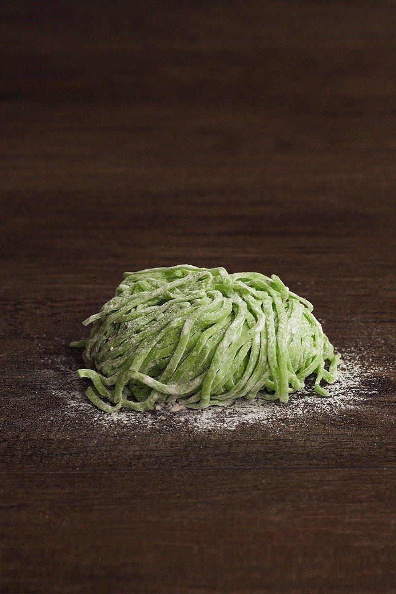 Products-upastry-noodles-spinach-product-presentation