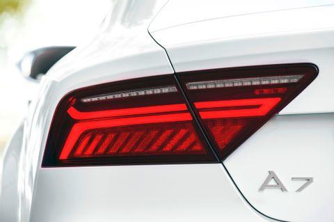 2016-audi-a7-european-spec-taillight.jpg