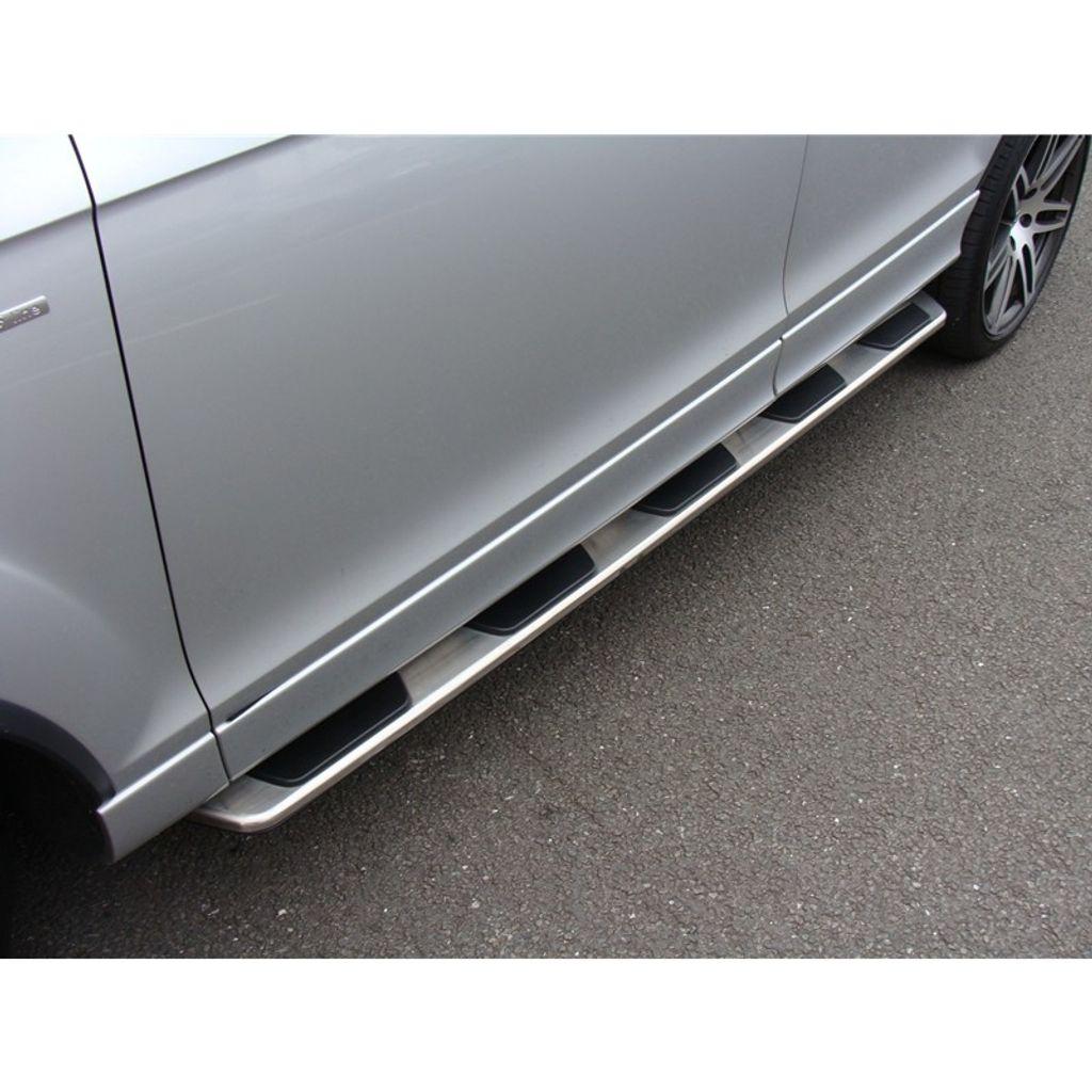 b130112_audi_q7_oem_style_running_boards_on_vehicle_pic_12.jpg