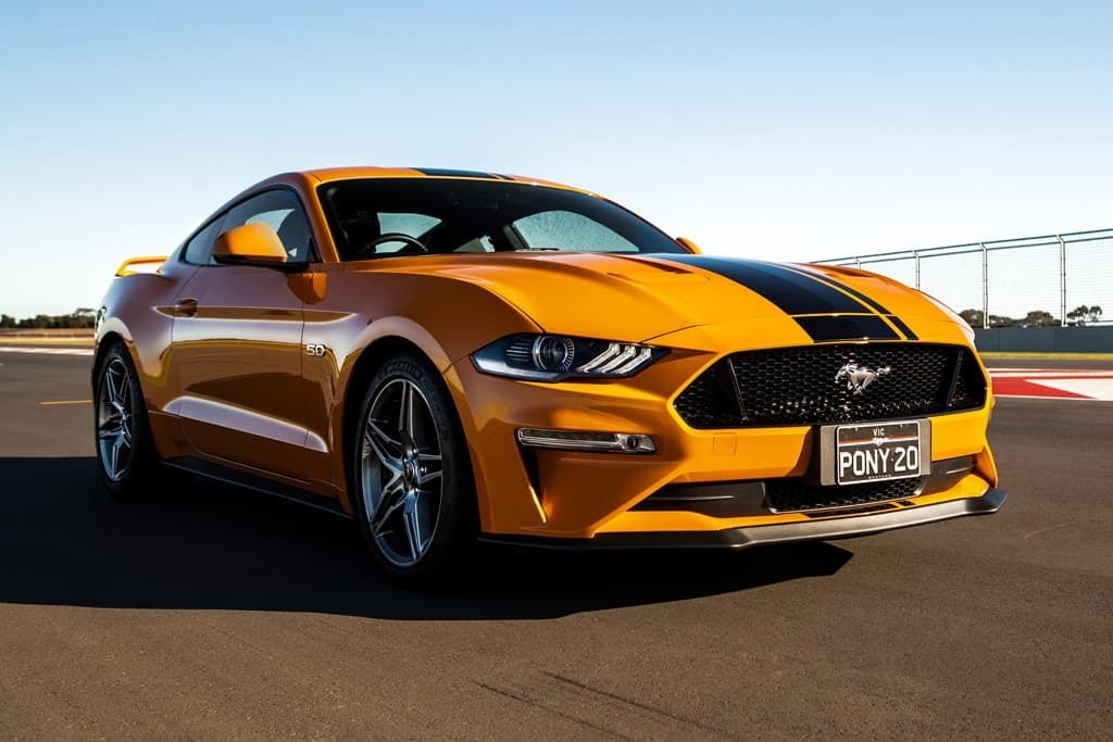 ford-mustang_gt_lifestyle06.jpg