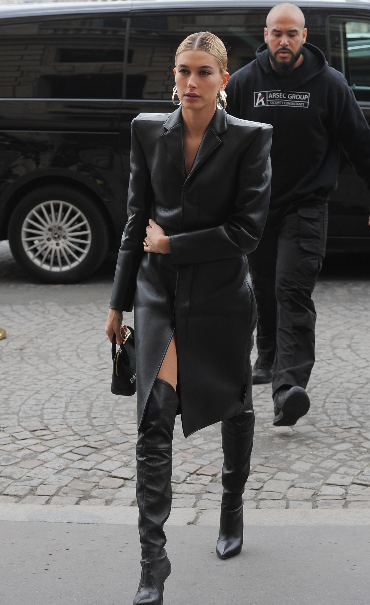 hailey-bieber-out-and-about-in-paris-03-03-2019-6.jpg