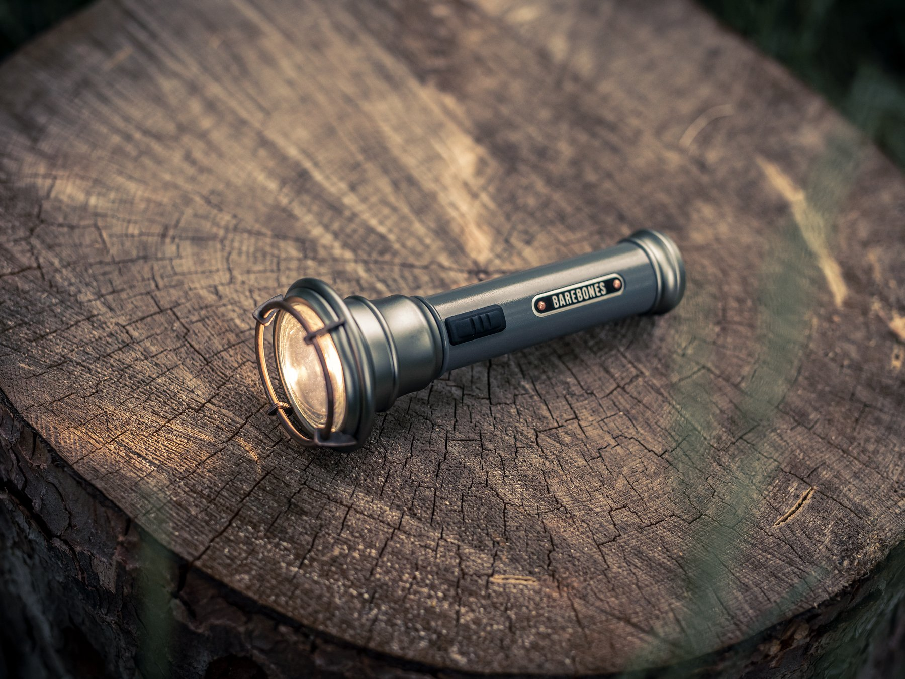 Carousel_vintage-flashlight_lifestyle_3.jpg