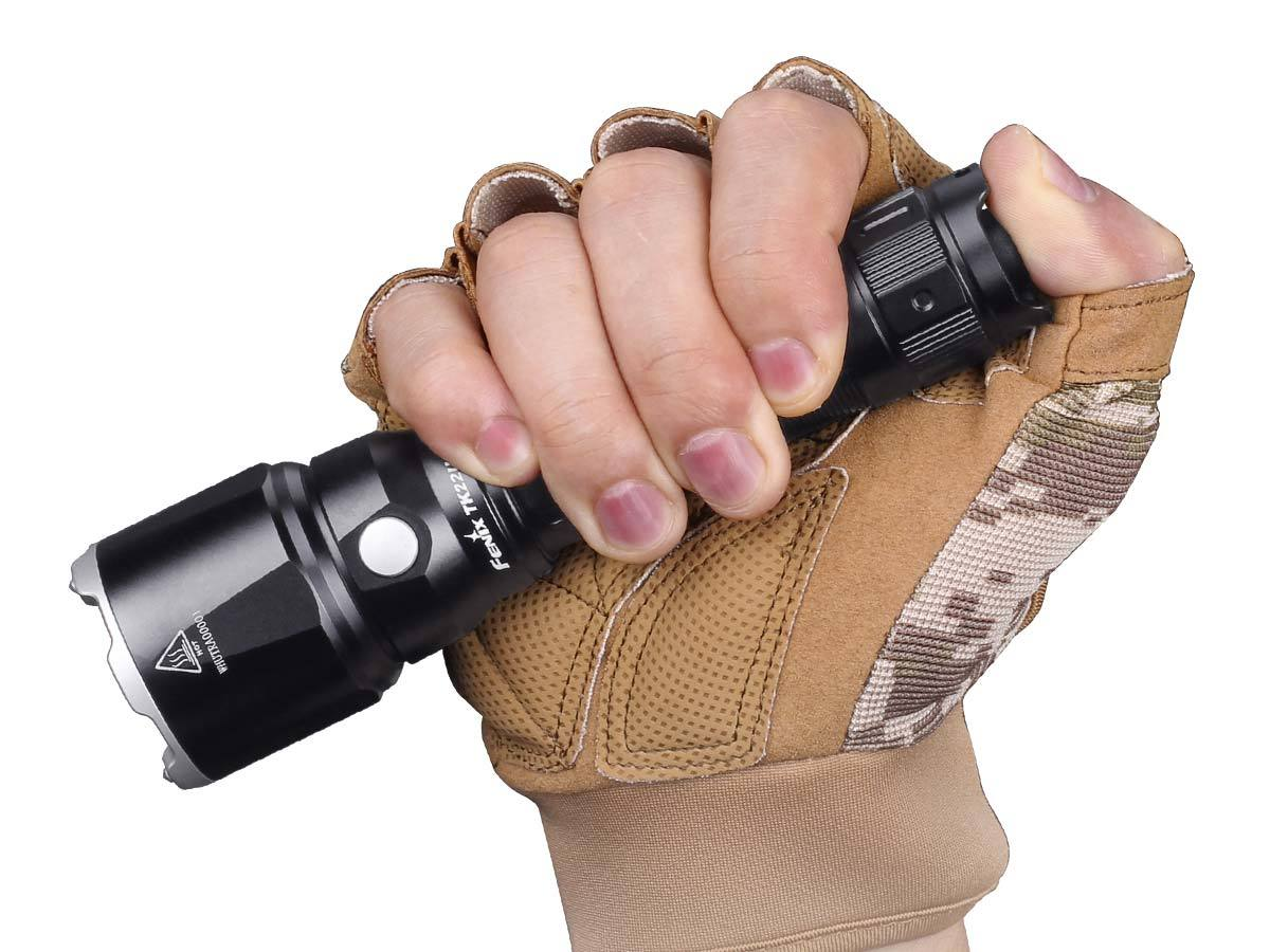 fenix-tk22ue-tactical-flashlight-size.jpg