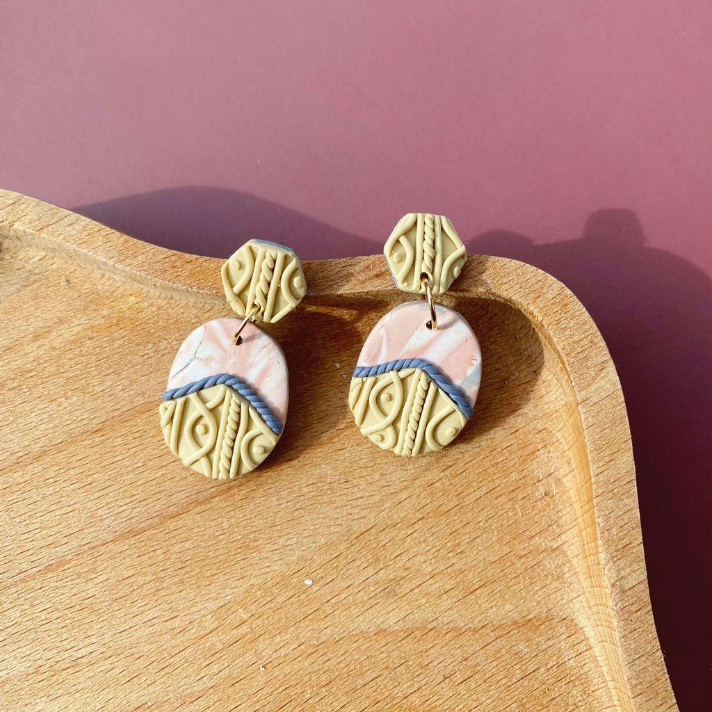 048-6 Nostalgia Oval Dangle Earrings.jpeg