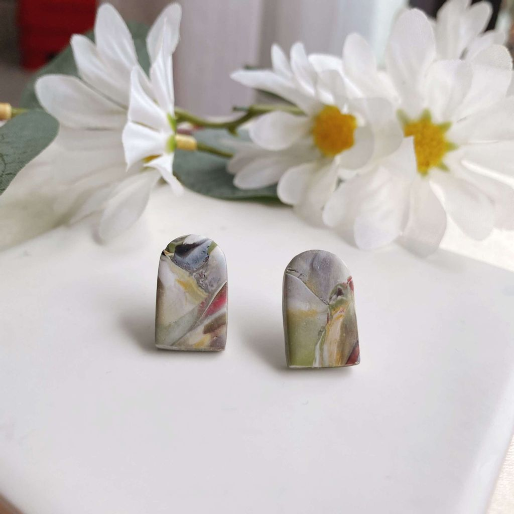 054-10 Cranes with Clouds Marble Small Dome Studs.jpg