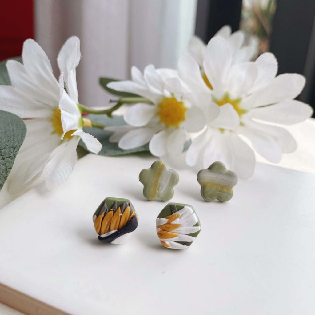 046-9 Floral and Hexagon Duo Studs Pack 009.jpg