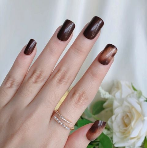 D-002 Umber Love - Marble Press-on Manicure hand.jpg