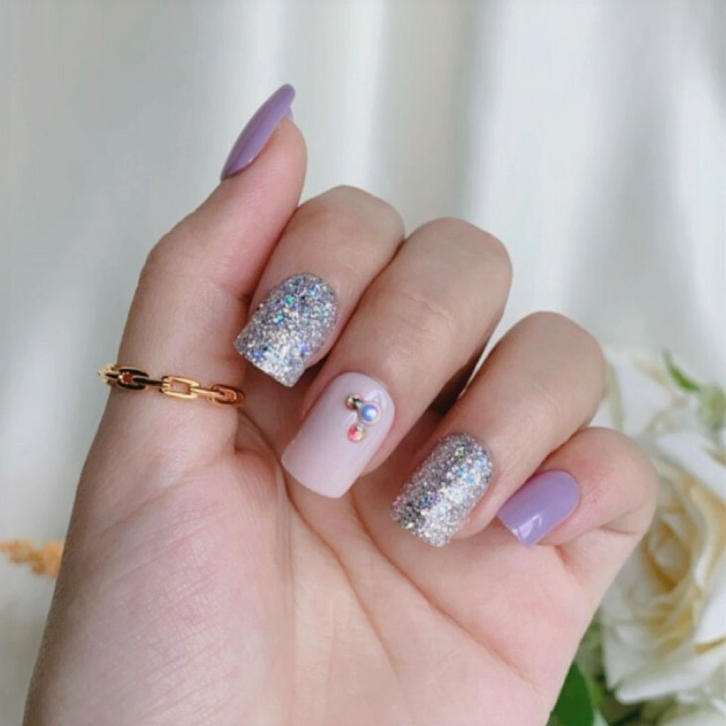 P-005 If This Is Love - Glitter Press-on Manicure hand 2.JPG