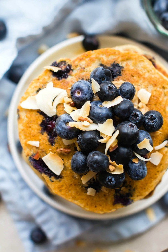 thick-fluffy-flourless-blueberry-smoothie-pancakes-4.jpg