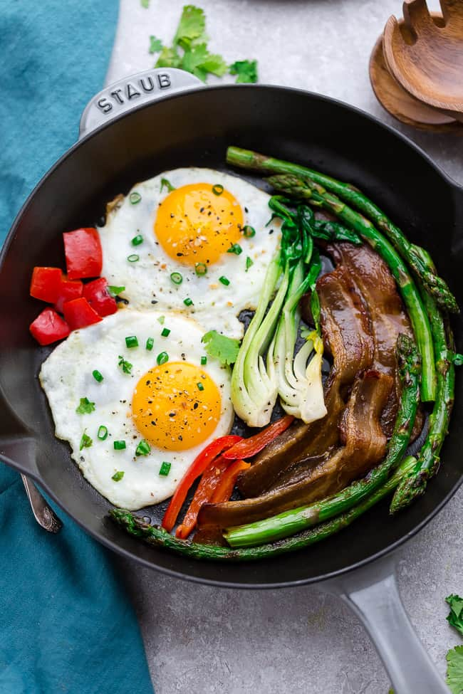 Sunnside-Up-Eggs-with-Bacon-low-carb-keto-recipe-picture-photo.jpg