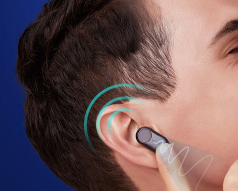 a men activating google assistant/siri by the touch control of Nokia Professional True Wireless Earphones P3802A