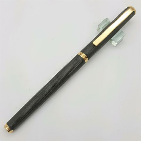 鋼筆工作室林氏筆業老派西德尖鋼筆-黑格紋桿闔蓋照
