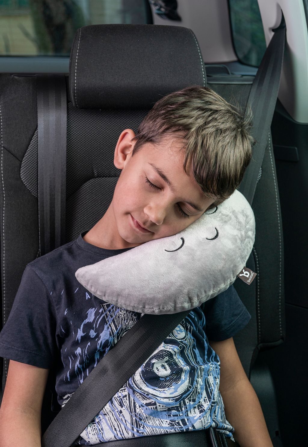 MH170 Monni Gray in car with child.jpg