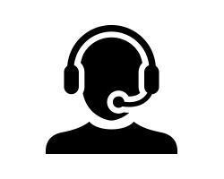 遠端工作的客服人員戴著耳機的半身剪影插圖